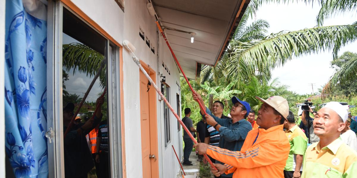Community work on house repairment to fire victim | Kg. Lalangut Suasa, Beaufort | 18 October 2017